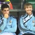 Ronaldo cười khoái chí khi Messi bị… dập bi