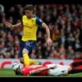 """Pha đánh đầu cứu thua """"thần thánh"""" của Phil Jones trong trận với Arsenal"""